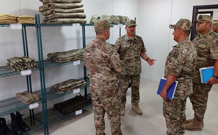 Le ministre azerbaïdjanais de la Défense a visité de nouvelles unités militaires au Karabagh  - PHOTO