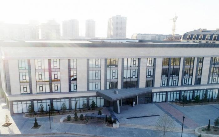 İlham Əliyev və xanımı Bakı Avropa Liseyinin binasının açılışında  - YENİLƏNİB