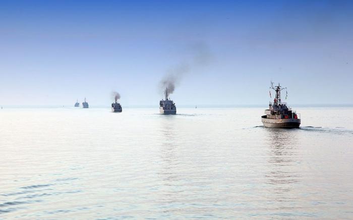 Hərbi gəmilərdən yaylım atəşləri açılıb
