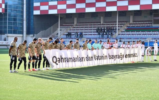 """""""Qarabağ"""" oyuna hərbi geyimdə çıxdı"""