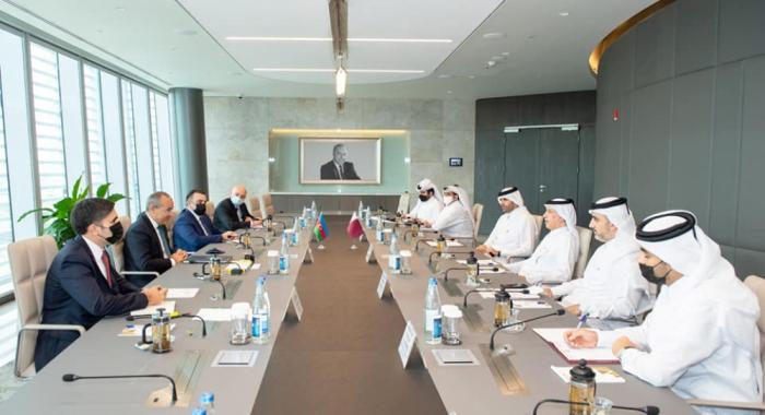 وزير الاقتصاد يدعو شركات من قطر للاستثمار في اراضي أذربيجان المحررة
