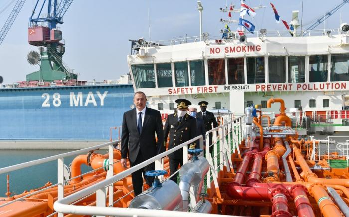 """Präsident Aliyev nimmt an Zeremonie zum Stapellauf des Öltankers """"Kalbadschar"""" teil"""