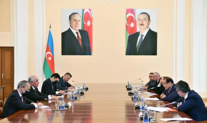 Aserbaidschanischer Premierminister trifft sich mit Delegation des Türkischen Rates
