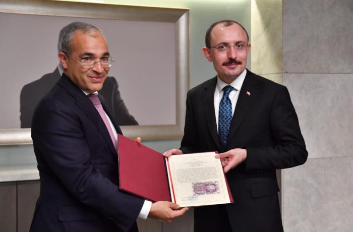 Turquía cuenta con aumentar la circulación de mercancías con Azerbaiyán hasta los 15 millares de dólares