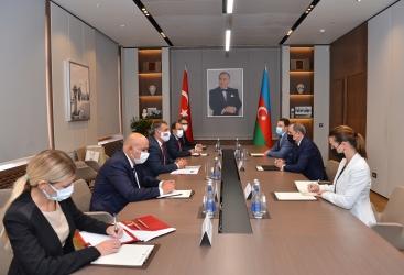 وزير الخارجية الاذربيجاني يلتقي نائب وزير الخارجية التركي