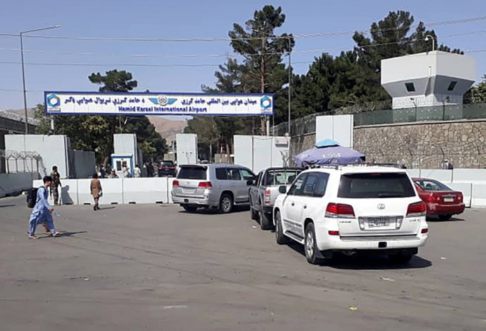 Afghan police resume duties alongside Taliban at airport