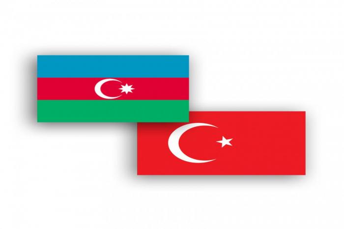 El Jefe del Estado Mayor de Azerbaiyán se reúne con el ministro de Defensa de Turquía