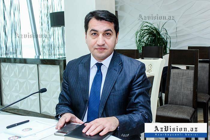 Hikmet Hajiyev se reunió con el embajador iraní en Azerbaiyán