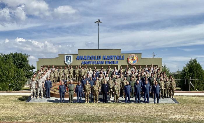 Des hauts responsables militaires azerbaïdjanais et turcs observent les exercices de vol tactique conjoints «Faucon TurAz-2021» -  PHOTO