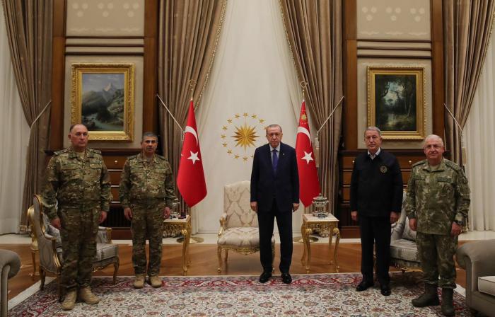Erdogan traf sich mit der militärische Führung von Aserbaidschan