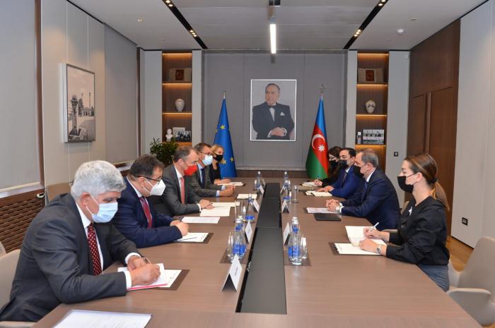Le ministre azerbaïdjanais des AE rencontre le représentant spécial de l