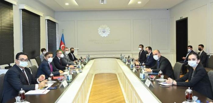 Ministro de Educación de Azerbaiyán se reúne con el jefe de la Oficina de Transformación Digital de la Presidencial turca