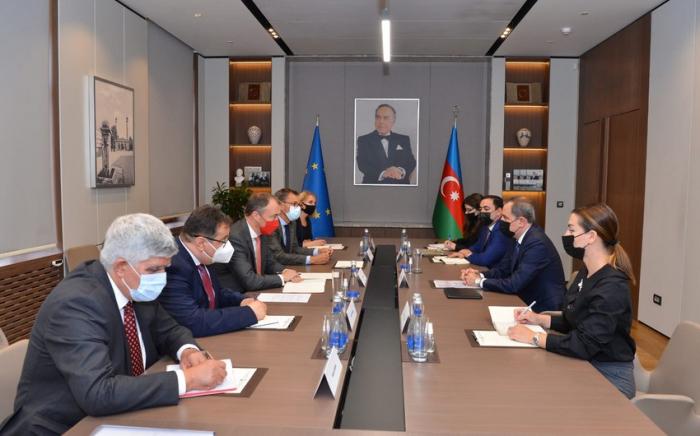 Jeyhun Bayramov se reunió con el Representante Especial de la UE