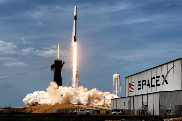 SpaceX launches 1st space tourism mission