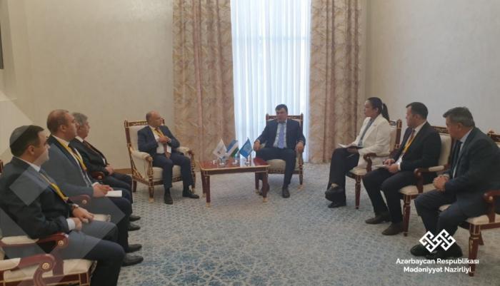 El ministro de Cultura azerbaiyano celebra reuniones en Uzbekistán