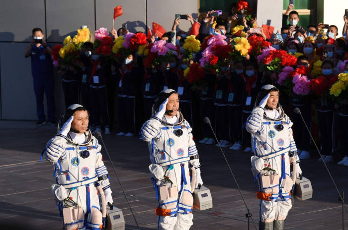 3 astronauts return after China