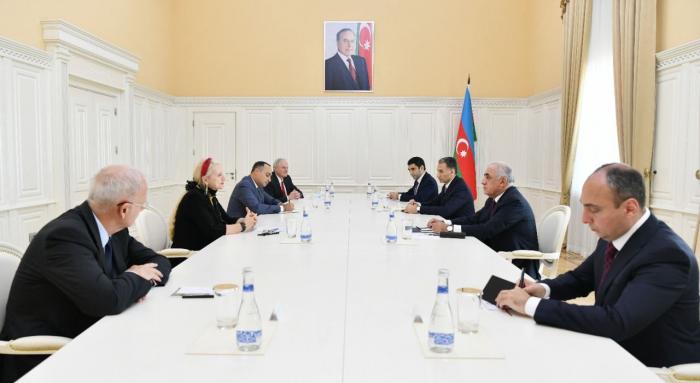 Aserbaidschanischer Premierminister trifft sich mit der IAF-Delegation