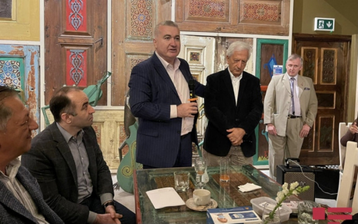 El embajador se reúne con los azerbaiyanos en Gran Bretaña
