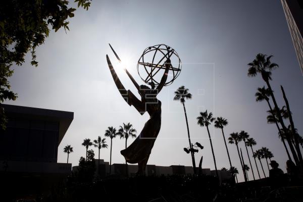 """Netflix reina por fin en los Emmy con """"The Crown"""" y """"The Queen"""