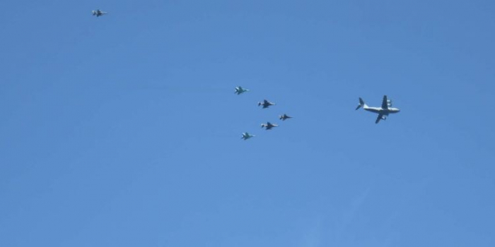Türkische und aserbaidschanische Kampfjets führen Demonstrationsflüge über dem Bosporus durch -   VIDEO