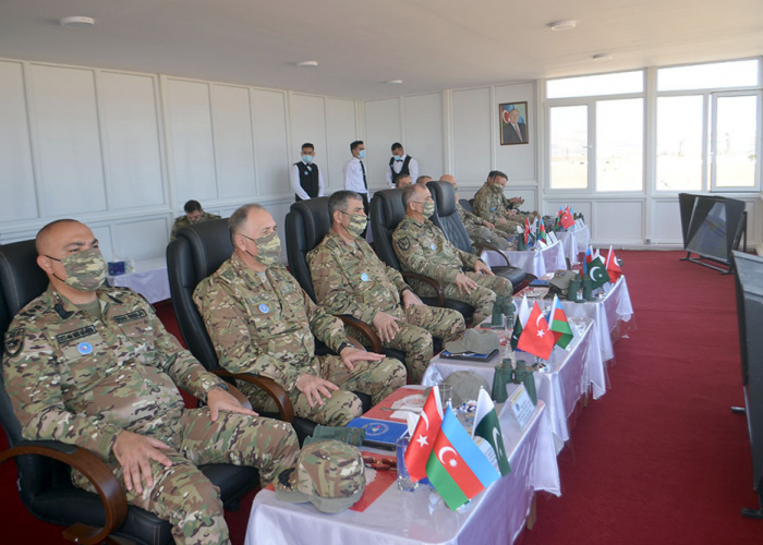 """Militärabteilungen von Aserbaidschan, der Türkei und Pakistan sehen sich die Übungen """"Drei Brüder - 2021"""" an -   VIDEO"""
