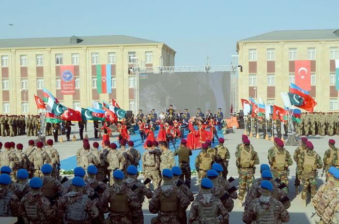Les forces spéciales azerbaïdjanaises, turques et pakistanaises terminent des exercices conjoints -  VIDEO