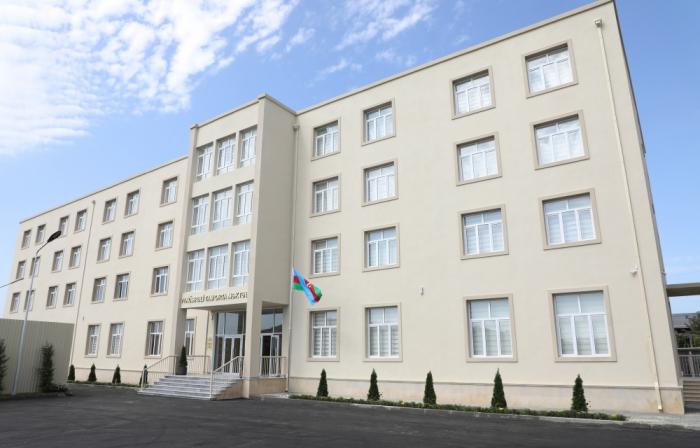 Le président Aliyev visite l'école secondaire n°71 dans l'arrondissement de Sabountchou