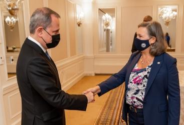 وزير الخارجية يلتقي نائبة وزير الخارجية الامريكي للشؤون السياسية