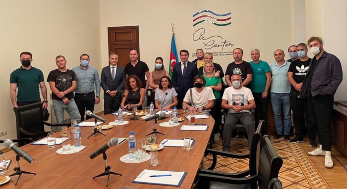 Assistant to Azerbaijani president meets with journalists, bloggers and academicians from Georgia