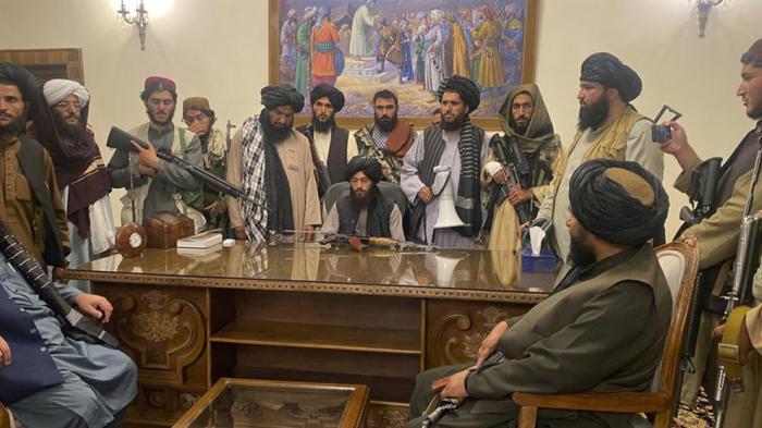 Los talibanes siguen sin consolidar su gobierno en Afganistán y negocian el reconocimiento internacional