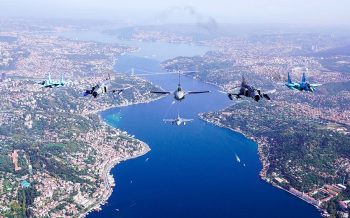 Los cazas de Azerbaiyán y Turquíaen el cielo de Estambul-   FOTOS