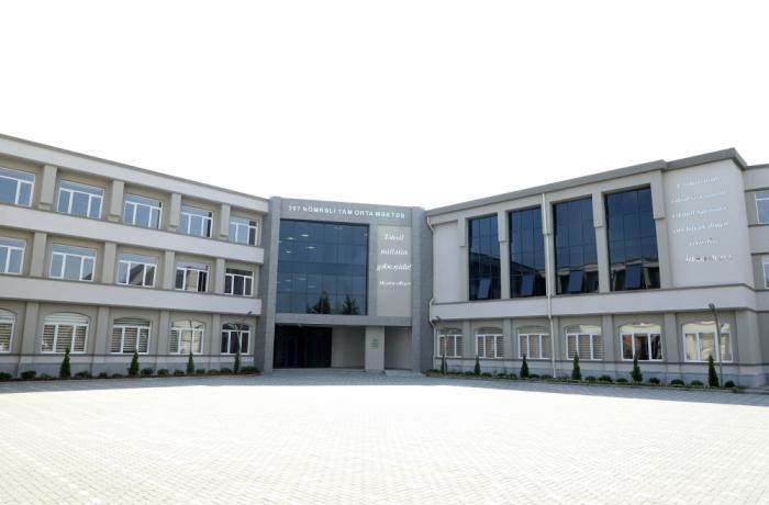 Präsident Ilham Aliyev besucht Schule Nr. 307 nach vollständiger Renovierung