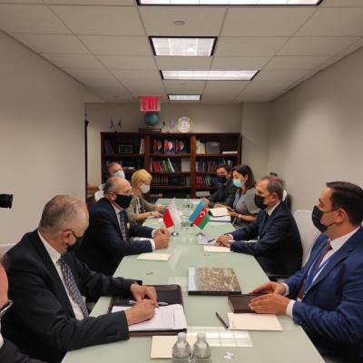 Le chef de la diplomatie azerbaïdjanaise rencontre son homologue polonais