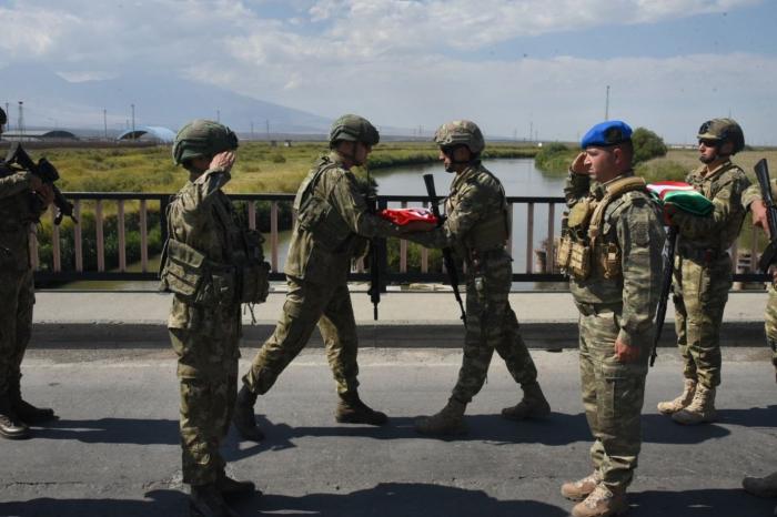 Türkische Soldaten kommen für gemeinsame Übungen in Aserbaidschan an –  FOTOS