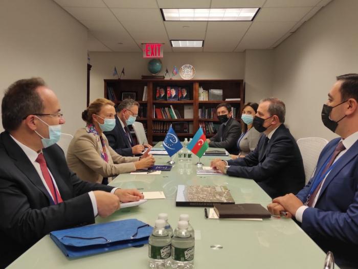 Aserbaidschanischer Außenminister und Generalsekretärin des Europarates diskutieren über Zusammenarbeit
