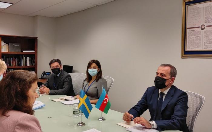 Jeyhun Bayramov se reúne con la presidenta en ejercicio de la OSCE