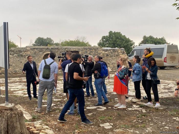 Georgische Journalisten und Blogger reisen nach Agdam