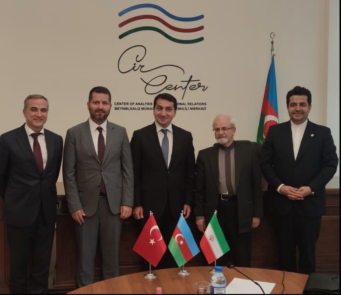 Hikmet Hajiyev traf sich mit dem stellvertretenden iranischen Außenminister