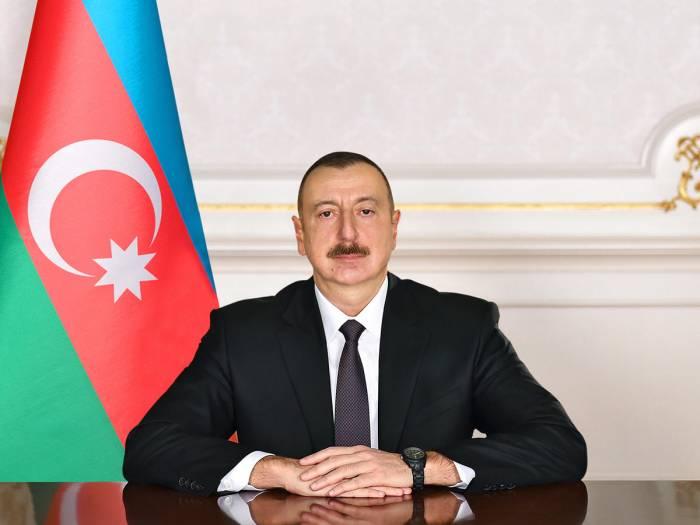 Präsident Aliyev hält eine Rede im Videoformat