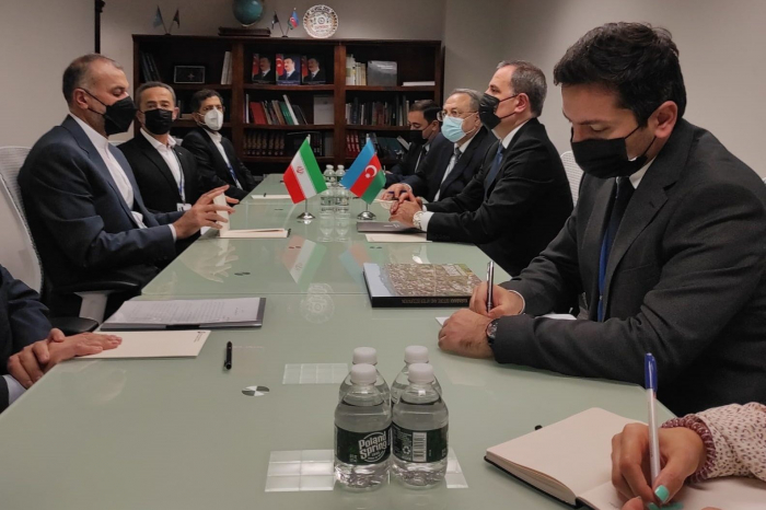 Azerbaijani, Iranian FMs exchange views over bilateral co-op at 76th session of UNGA