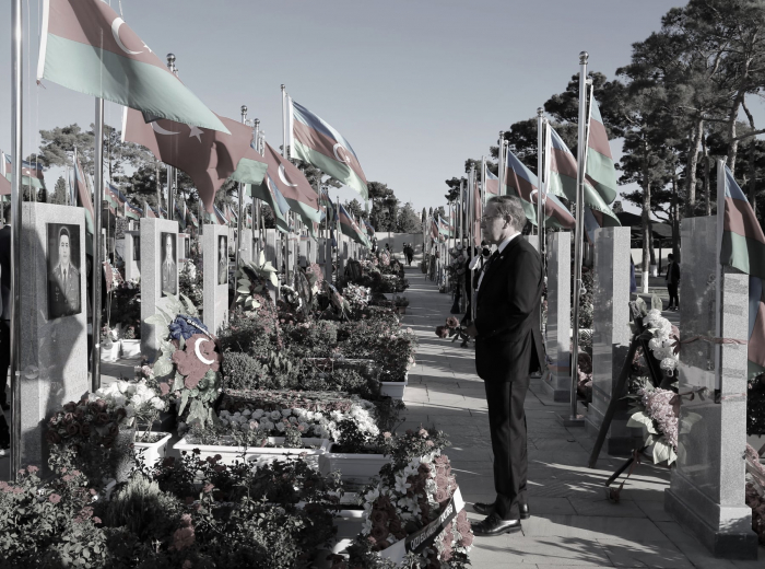 US Ambassador pays respect to martyrs