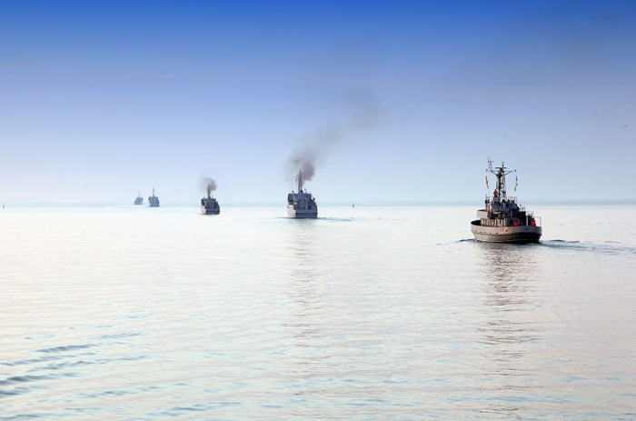 Azerbaijan's warships open volley fires on occasion of Remembrance Day