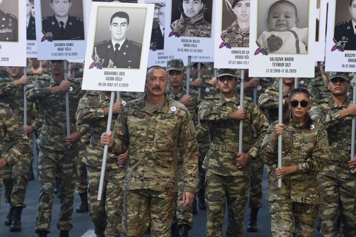 Azerbaijani president and first lady take part in march to honor martyrs