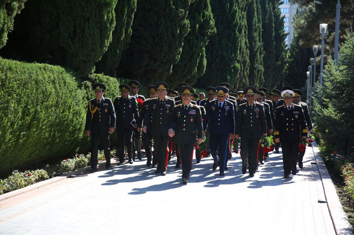 Defense Minister pays tribute to Martyrs of Patriotic War