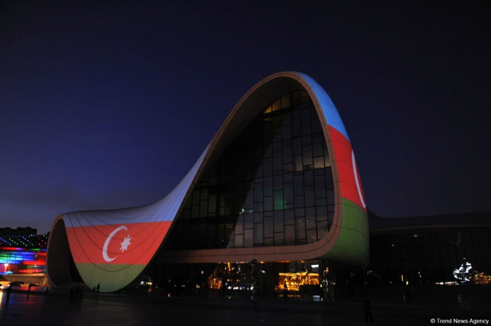 On Remembrance Day, Heydar Aliyev Center lit in coloursof Azerbaijani National Flag