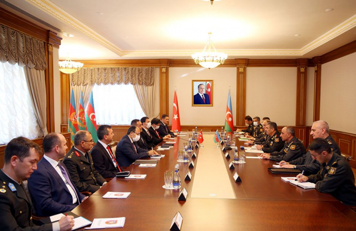 Ministries of Defense of Azerbaijan &Turkey discuss development of cooperation in military field