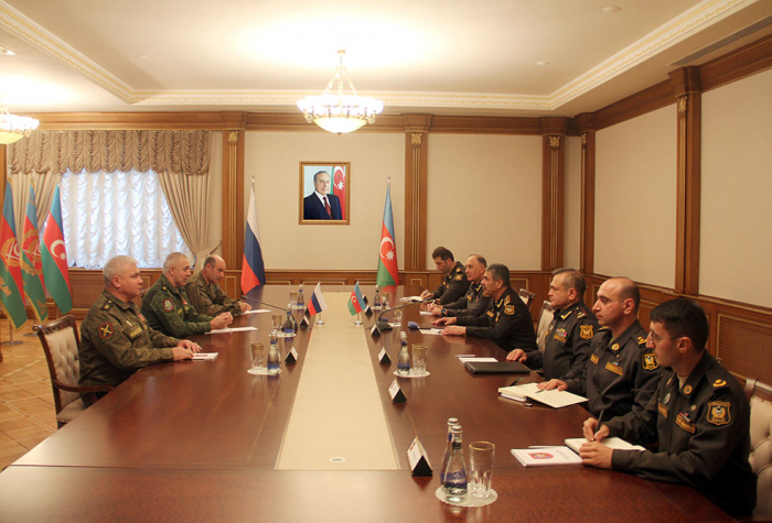 Azerbaijani defense minister meets with commander of Russian peacekeepers