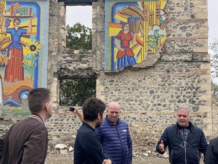 الصحفيون الاوكرانيون في أغدام -   صور