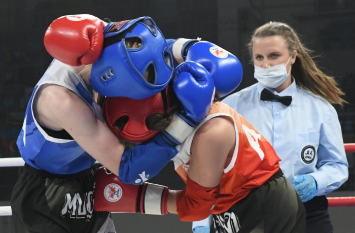 GUS-Spiele:   Aserbaidschanische Thai-Boxerin gewinnt Silbermedaille