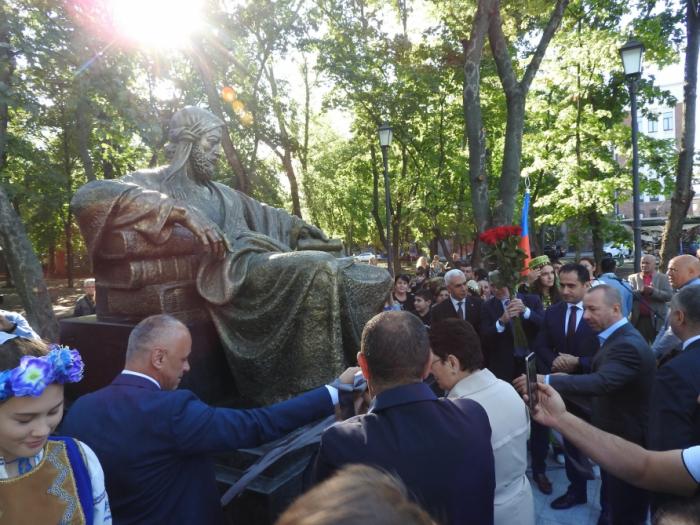 Monument to great Azerbaijani poet and thinker Nizami Ganjavi unveiled in Kharkiv